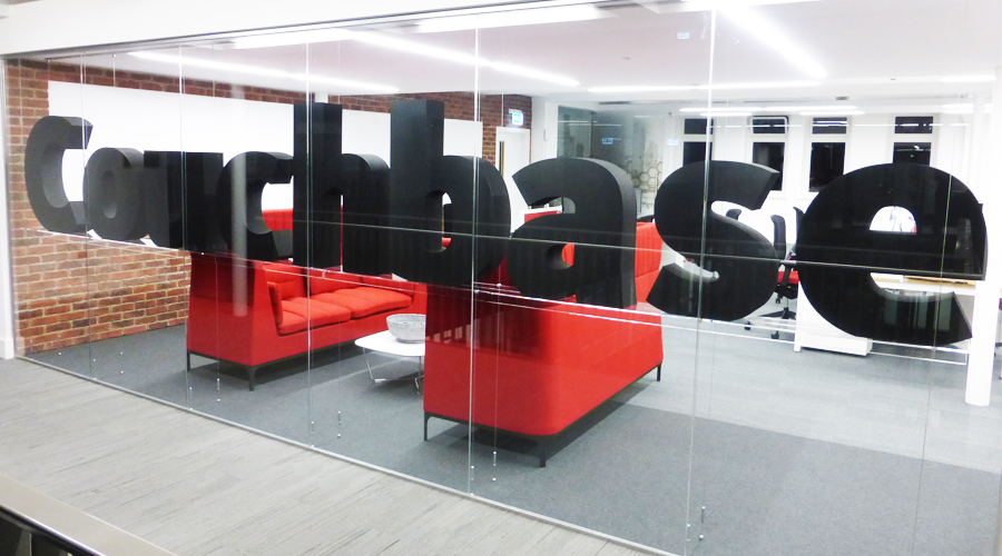 Couchbase 3D floating logo